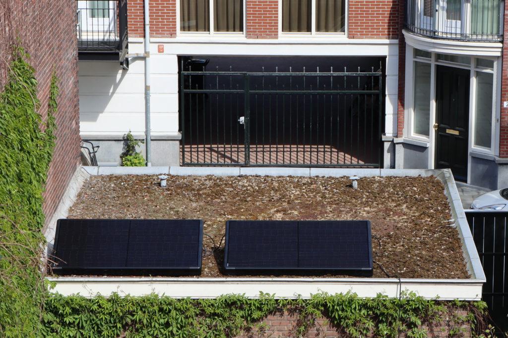 kant en klaar zonnepaneel op plat dak zelf plaatsen